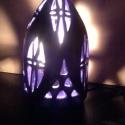 Lila lámpa, Otthon, lakberendezés, Lámpa, OIvasólámpa, Asztali lámpa, Kerámia, A lámpatest korongozott, az áttörés kézzel készült. Az áttört részek egyfajta keretben helyezkednek..., Meska