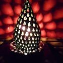Zöld-türkiz csepp alakú lámpa, Dekoráció, Otthon, lakberendezés, Lámpa, Asztali lámpa, Kerámia, A csepp alakú lámpa áttört mintája szintén csepp alakú. Színe mélyzöld, melyen türkiz árnyalatok lá..., Meska