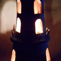 Kék-fehér világítótorony mécses, Dekoráció, Otthon, lakberendezés, Dísz, Gyertya, mécses, gyertyatartó, Kerámia, A világítótorony alakú mécses két szintes. Kék-fehér színű, fekete tetővel. Alsó szintjén egy ablak..., Meska