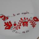 Magyar motívumos készlet , Konyhafelszerelés, Dekoráció, Kerámia, 4 részből álló porcelán felnőtt készlet,magyar népi motívummal festve. A neveket és dátumot természe..., Meska