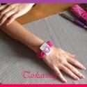 Lila árvácska,pink csomózott karkötö kézzel festett faékszerrel, Ékszer, óra, Képzőművészet , Ruha, divat, cipő, Karkötő, Csomózás, Ékszerkészítés,  Ennek a pink szinü zsinórból  csomózással készitett karkötönek a disze az elején látható faékszer...., Meska