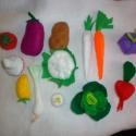 Filc zöldségek babakonyhába, Játék, Baba, babaház, Varrás, Sokféle filc zöldséget varrtam kézzel,hogy a babakonyhában mindig legyen megfelelő alapanyag. zölds..., Meska