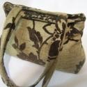 Barna virágos táska, Zseniliából barna virágok vannak ezen a textil ...
