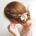 Kontydísz - Liliompár gyöngyökkel, Esküvő, Esküvői ékszer, Hajdísz, ruhadísz, Gyöngyfűzés, Ékszerkészítés, Halványrózsaszín liliompár, gyöngyházfényű gyöngysorra felfűzve. Kézzel készült.  A menyasszony haj..., Meska