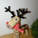 Parafa szarvas, Karácsonyi, adventi apróságok, Ajándékkísérő, képeslap, Karácsonyfadísz, Karácsonyi dekoráció, Újrahasznosított alapanyagból készült termékek, Termék hossza: kb 10 cm Termék magassága: kb 12 cm Újrahasznosított parafa dugóból készült szarvas,..., Meska