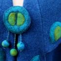 Tiame kék mintázott poncsó kabátka kitűzővel, Ruha, divat, cipő, Női ruha, Poncsó, Varrás, Nemezelés, Meleg lágy gyapjú szövetből készült ujjas poncsó széles kihajtott gallérral és reverrel.  Bő lágy e..., Meska