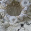 Mademoiselle koszorú, Dekoráció, Otthon, lakberendezés, Mindenmás, Virágkötés,  Csupa csipke csupa báj. A francia kisasszonyok elmaradhatatlan kellékei a szalagok, gyöngyök,áttört..., Meska