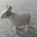 Bárány, Játék, Baba-mama-gyerek, Játékfigura, Plüssállat, rongyjáték, Varrás, Bárányka.  Van fehér bárány is, fekete bárány is. Lehet csengettyű a nyakukban.   100 %-os gyapjúfi..., Meska