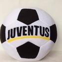 Juventus focilabda párna, Férfiaknak, Focirajongóknak, Patchwork, foltvarrás, Varrás, Juventus feliratos foci labda alakú párna foci rajongóknak. Puha polár anyagból készült. 30cm átmér..., Meska