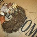 Vintage-os gallykoszorú télies hangulatban, Dekoráció, Karácsonyi, adventi apróságok, Otthon, lakberendezés, Mindenmás, Virágkötés, Egy érdekes alakú gallykoszorút használtam ennek az ajtódísznek az elkészítésénél. Ragasztásos tech..., Meska