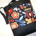 TULIS JÓKEDV, Táska, Pénztárca, tok, tárca, Válltáska, oldaltáska, Tarisznya, Varrás, Fekete textilbőr és tulipános vászon   kombinációjával készítettem ezt a kényelmes és praktikus tás..., Meska