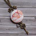 Pillangós nyaklánc, Ékszer, óra, Nyaklánc, Ékszerkészítés, Nőies, romantikus nyakláncot készítettem pillangó mintás textillel, amihez egy kis szívet és egy cs..., Meska