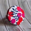 Bogyós gyűrű - fehér, Ékszer, óra, Fülbevaló, Ékszerkészítés, Az egyik kedvenc, bogyós mintás Liberty of London textilemmel készítettem ezt a gyűrűt  A gomb átmé..., Meska