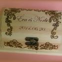 Rózsás szett esküvőre  - KÉSZLETEN!, Férfiaknak, Konyhafelszerelés, Esküvő, Nászajándék, Famegmunkálás, Mindenmás, Rózsás szett esküvői ajándéknak. Pirogravírozott, szaténnal bélelt ládika, két darab gravírozott 4 ..., Meska