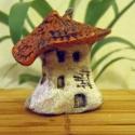 Miniatűr agyag kisház, egyedi, kézzel készített, gyűjthető (Törpeház 06), Otthon, lakberendezés, Dekoráció, Képzőművészet , Szobor, Kerámia, Szobrászat, TÖRPEHÁZ 06   Méret: 4.5 x 4.5 x 3.8 cm  Gyűjthető, kézzel készített, egyedileg mintázott, miniatűr..., Meska