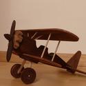 Fa duplafedelű játék repülőgép, Játék, Fajáték, Famegmunkálás, Klasszikus duplafedelű repülőgép. A repülőgép törzsét egy nagyobb barkácsáruházban kapható fenyőfa ..., Meska