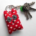 Piros szíves maci kulcstartó, Mindenmás, Kulcstartó, Varrás, Romantikus lelkeknek kiváló ajándék lehet ez a piros szívecskés mackó, nemcsak Valentin napon! )   ..., Meska