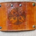 Borjúbőr kulcstartó, sámános mintázattal, poncolt minta-kiemeléssel, méhviaszolt., Ékszer, óra, Karkötő, Bőrművesség, Ötvös, Borjúbőrkulcstartó, sámános mintázattal, poncolt minta-kiemeléssel, méhviaszolt., Meska