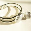 Ezüst bőr gomb szett, Ékszer, óra, Ékszerszett, Karkötő, Gyűrű, Bőrművesség, Ezüst színű valódi bőrből és ezüst színű fémötvözetből készült karkötő és gyűrű. A gombok átmérője ..., Meska