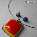 Tricolor medál kocka fülbevalóval kék, piros, sárga nyári üvegékszer, Ékszer, óra, Medál, Fülbevaló, Ékszerszett, Üvegművészet, Ékszerkészítés, Kék, piros, sárga  csillogó üveg felhasználásával készült a nyaklánc és fülbevaló olvasztásos techn..., Meska