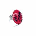 Piros csokor - textilékszer - gyűrű, Ékszer, óra, Gyűrű, A gyűrű a következő anyagokból készült:  * piros textil fekete-fehér virágokkal  * sárgaréz filigrán..., Meska