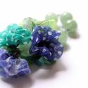 Kék és zöld - design ékszer - nyaklánc pipacsokkal és jáde kővel, Ékszer, óra, Nyaklánc, A nyaklánc a következő anyagokból készült:   * kékes és zöldes selymek * zöld jáde gyöngyök, kék üve..., Meska
