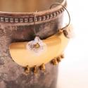 Romantikus törzsi nagy fülbevaló - fehér és bronz, Ékszer, óra, Fülbevaló, A fülbevaló a következő anyagokból készült:   * fehér csipke * nagy sárgaréz félkör * bronz üveggyön..., Meska