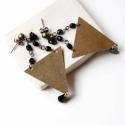 Minimál háromszög - nagy geometrikus bedugós fülbevaló - fekete, Ékszer, óra, Fülbevaló, A fülbevaló a következő anyagokból készült:   * fekete üveggyöngyök * nagy sárgaréz háromszög * sárg..., Meska