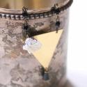 Nagy Háromszög - geometrikus lánc - fekete - design ékszer, Ékszer, óra, Nyaklánc, A nyaklánc a következő anyagokból készült:   * nagy sárgaréz háromszög * fekete üveggyöngyök * fehér..., Meska