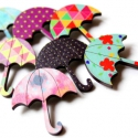 Lila Esernyő - kitűző - Woody kollekció, Ékszer, óra, Ékszerkészítés, A kitűző a következő anyagokból készült:   * lila-zöld pöttyös mintával nyomott fa esernyő  * kitűz..., Meska