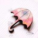 Rózsaszín mintás esernyő - kitűző - Woody kollekció, Ékszer, óra, A kitűző a következő anyagokból készült:   * rózsaszín mintás mintával nyomott fa esernyő  * kitűző ..., Meska