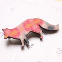 Rózsaszín mintás róka - kitűző - Woody kollekció, Ékszer, óra, A kitűző a következő anyagokból készült:   * rózsaszín mintás mintával nyomott fa róka * kitűző   A ..., Meska