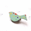 Türkiz mintás madár - kitűző - Woody kollekció, Ékszer, óra, A kitűző a következő anyagokból készült:   * türkiz mintával nyomott fa madár  * kitűző    Mérete:  ..., Meska