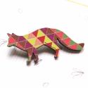 Barna geometriai mintás róka - kitűző - Woody kollekció, Ékszer, óra, A kitűző a következő anyagokból készült:   * barna geometriai mintás mintával nyomott fa róka * kitű..., Meska