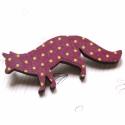 Lila  pöttyös mintás róka - kitűző - Woody kollekció, Ékszer, óra, A kitűző a következő anyagokból készült:   * lila pöttyös mintás mintával nyomott fa róka * kitűző  ..., Meska