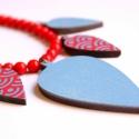 Elegáns piros és kék levelek - statement nyaklánc - Woody kollekció, Ékszer, óra, Nyaklánc, A nyaklánc a következő anyagokból készült:  * piros-kék japán hullám mintás, valamint piros és kék e..., Meska