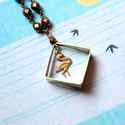 Bronz flamingó - hosszú nyaklánc négyzettel és madárral, Ékszer, óra, Nyaklánc, A nyaklánc a következő anyagokból van:   * sárgaréz négyzet, flamingó charm * bronz színű üveggyöngy..., Meska
