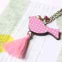 Bojtos Madár - design ékszer - rózsaszín nyaklánc - Woody kollekció, Ékszer, óra, Nyaklánc, Ékszerkészítés, A nyaklánc a következő anyagokból készült:  * madár fa medál rózsaszínben * fehér és rózsaszín szín..., Meska