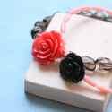 Piros és fekete rózsa - karkötő - design ékszer , Ékszer, óra, Karkötő, A karkötő a következő anyagokból készült:   * piros és fekete műgyanta rózsák * koral és füstkvarc g..., Meska