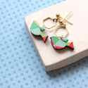 Geometrikus madárka - bedugós fülbevaló - Woody kollekció, Ékszer, óra, Fülbevaló, A fülbevaló a következő anyagokból készült:   * madárka alakú fa kék, pink, zöld színben, geometriku..., Meska