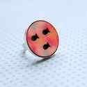 Rózsaszín Halastó - nagy gyűrű - Woody kollekció , Ékszer, óra, Gyűrű, A gyűrű a következő anyagokból készült:  * nyomtatott halastó alakú fa  * ezüst színű, sárgaréz állí..., Meska