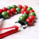 Szalag + Fa -  nyaklánc fa golyókkal - piros és zöld, Ékszer, óra, Nyaklánc, A nyaklánc a következő anyagokból van:   * piros és zöld színű fagolyók * piros mintás textil szalag..., Meska