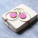 Pink karikás - fülbevaló, Ékszer, óra, Fülbevaló, A fülbevaló a következő anyagokból készült:   * pink textil fehér mintával  * sárgaréz karika  * pin..., Meska