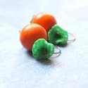Pipacs + Fa - textilékszer - fülbevaló - zöld, narancs, Ékszer, óra, Fülbevaló, A fülbevaló a következő anyagokból készült:   * narancssárga fa golyó * zöldes selyem  * zöld üveggy..., Meska