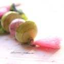 Pasztel Pipacsok - nyaklánc - zöld, rózsaszín , Ékszer, óra, Nyaklánc, Ékszerkészítés, A nyaklánc a következő anyagokból van:   *rózsaszín és almazöld raku kerámia gyöngyök * rózsaszín b..., Meska