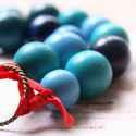 Szalag + Fa -  nyaklánc fa golyókkal - kék, piros, Ékszer, óra, Nyaklánc, A nyaklánc a következő anyagokból van:   * kék színű fagolyók * kék pöttyös és piros textil szalagok..., Meska