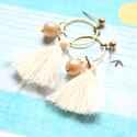 Fehér Rojt - bedugós fülbevaló, Ékszer, óra, Fülbevaló, A fülbevaló a következő anyagokból készült:   * fehér rojt * sárgaréz karika * tört fehér üvegtekla ..., Meska