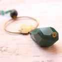 Őszi levél cseppel - zöld - hosszú nyaklánc, Ékszer, óra, Nyaklánc, A nyaklánc a következő anyagokból van:   * sárgaréz karika levéllel * nagy zöld csiszolt gyöngy * br..., Meska