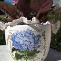Festett virácserép, Otthon, lakberendezés, Kaspó, virágtartó, váza, korsó, cserép, Decoupage, szalvétatechnika, A cserepet alapoztam, majd kívül fehérre, belül lilára festettem. Kívül lila virággal és mintával d..., Meska