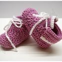 """Horgolt baba cipő """"Barackvirág"""", Baba-mama-gyerek, Ruha, divat, cipő, Gyerekruha, Cipő, papucs, Horgolás, Picuri kis baba cipő készült:) Horgoltam neki fűzőt is,így nem tudja a baba lerúgni.  Rendelhető: 9..., Meska"""